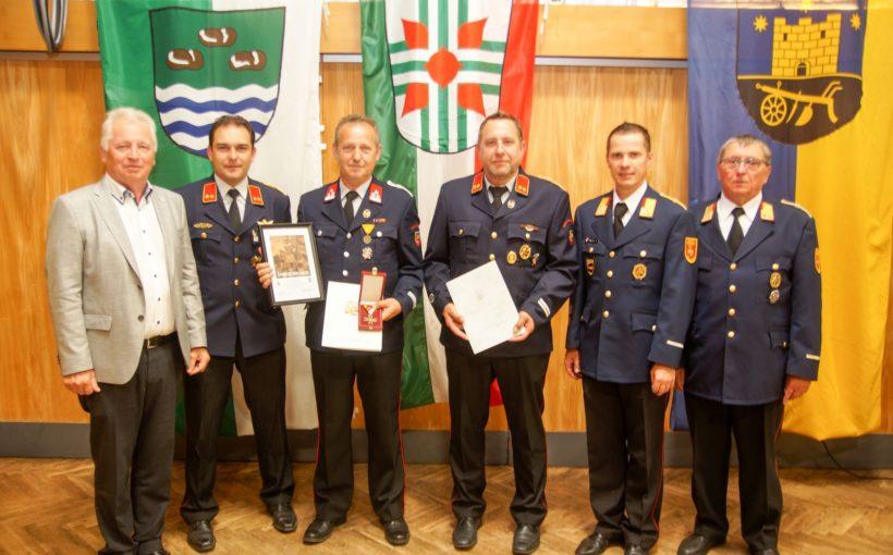 Auszeichnungen bei Bezirksfeuerwehrtag